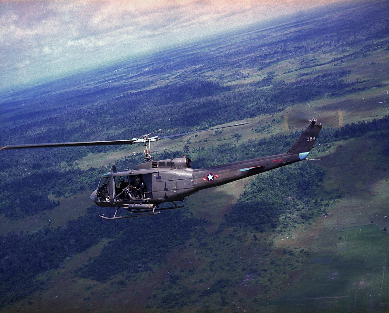 1280px-UH-1H_VNAF_in_flight_1971.jpg