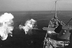 USS Little Rock (CG-4) fires guns 1975.jpg