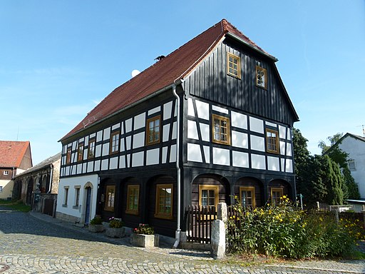 Alte Schule: Umgebindehaus (Untere Dorfstraße 15) in Hartau