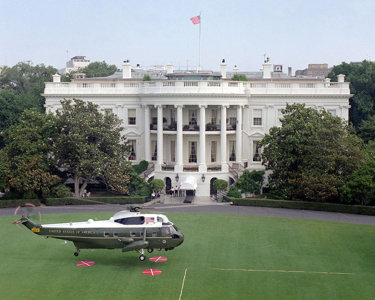 File vh 3d landing on white house south lawn july 1987 for House landing