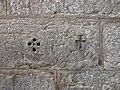 Vadstena kyrkmurens korshål.jpg