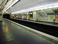 Vaneau metro quai 01.jpg