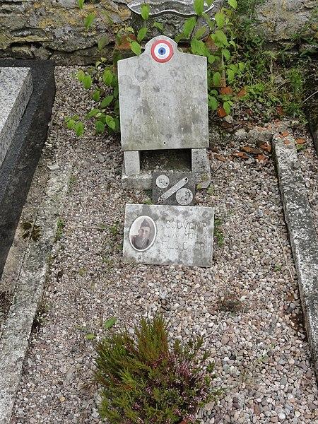 Vathiménil (M-et-M) cimetière, tombe de soldat