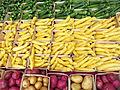 Verdura calabacines en venta en el mercado.jpg