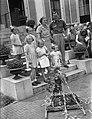 Verjaardag Prinses Irene. Prinsessen met vriendinnetjes en prinses Juliana en Pr, Bestanddeelnr 901-8805.jpg