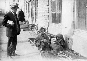 Vernon Lyman Kellogg - Vernon Kellogg encounters two refugees on a Moscow street, while on a humanitarian mission.