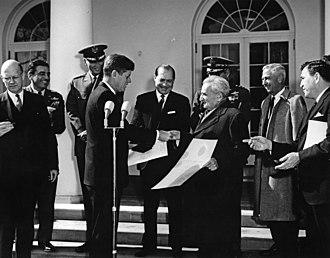 Theodore von Kármán - President Kennedy honors Theodore von Kármán.