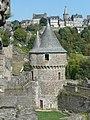 Vue sur une tour du château.JPG