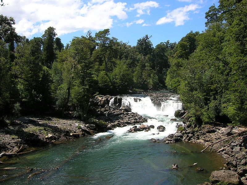 File:Waterfall puyehue.jpg