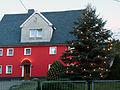 Weihnachtlich geschmücktes Haus in Großhartmannsdorf.jpg