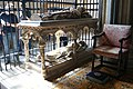 Wells Cathedral (St. Andrew) (16902601509).jpg