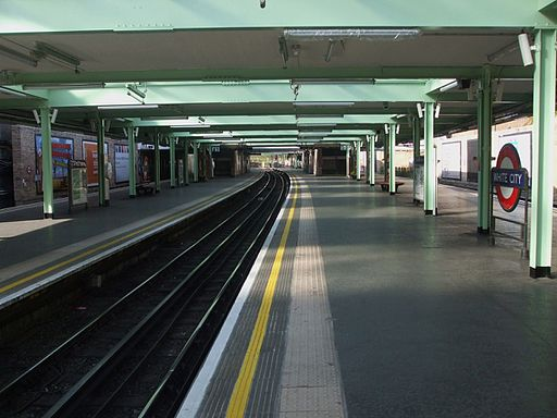 White City stn centre track look west
