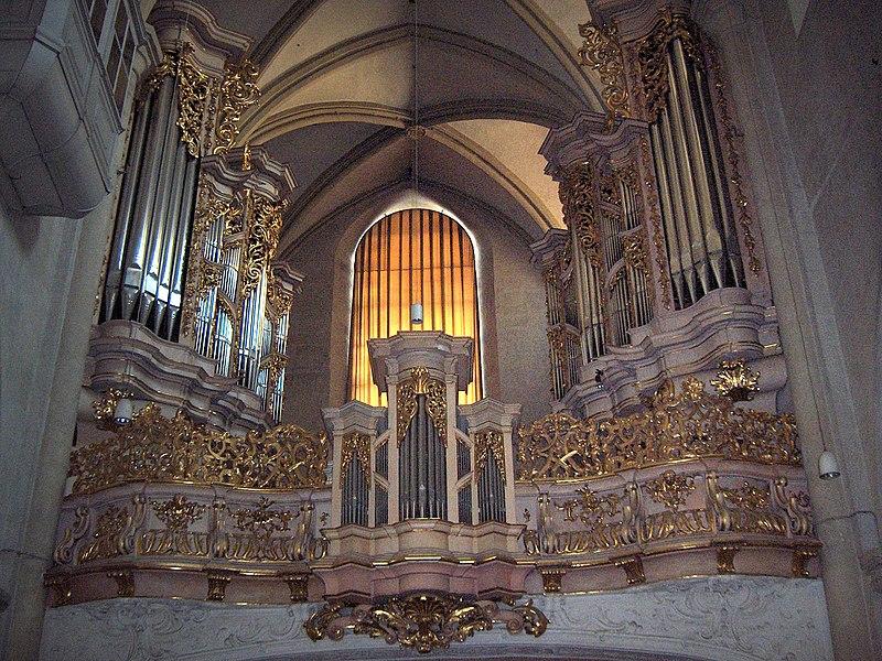 File:Wien.Michaelerkirche14.jpg