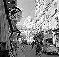 Winkelstraat met zicht op de Basilique du Sacré-Coeur, Bestanddeelnr 254-0606.jpg