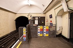 WoodGreen - South end of westbound platform after (4571468634).jpg