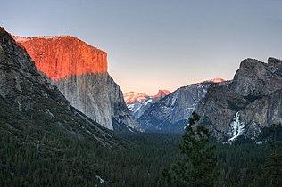 Yosemite Tunnel View Sunset (juniorvelo).jpg