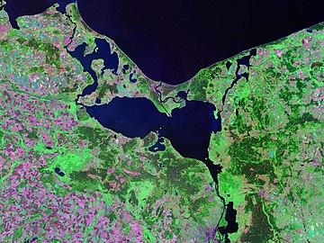 https://upload.wikimedia.org/wikipedia/commons/thumb/5/5b/Zalewszczecinski.jpeg/360px-Zalewszczecinski.jpeg