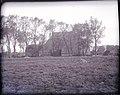 Zijaanzicht van de omgebouwde Oost-Friese greidboerderij - Scharnegoutum - 20488453 - RCE.jpg
