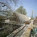 Zomerhuis en schuur, gezien vanaf de steiger tijdens de verbouwing - Zoeterwoude-dorp - 20402756 - RCE.jpg