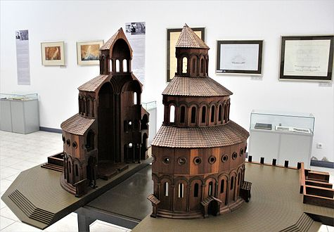 "Zvartnots Cathedral.Model in ""Zvartnots"" Historical Museum 03.jpg"
