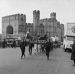 """Ban the Bomb"" march from Caernarfon to Bangor (5470501687).jpg"