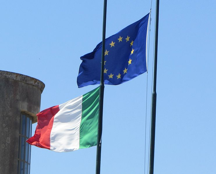 "File:"" 12 - ITALY - 3 - Flag of Italy and Europe ( European Union ) IT e UE.jpg"
