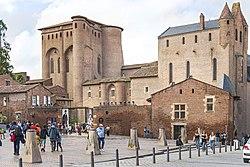(Albi) Entrée du Musée Toulouse-Lautrec sur la place sainte Cécile.jpg