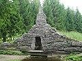 Плотина-каскад с туфовым гротом. Екатеринбургский парк.jpg