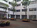 東京情報大学・本館中庭 - panoramio.jpg