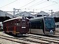 阪堺電気軌道モ166とモ1001.JPG