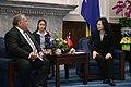 03.07 總統會晤諾魯共和國總統瓦卡(Baron Divavesi Waqa)伉儷來訪代表團 (33142641672).jpg