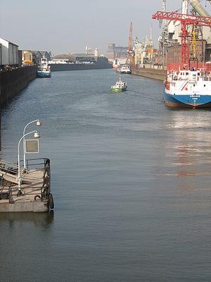 Ports of Bremen - Image: 061011 120307 Überseestadt Hu Fhafen