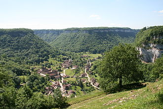 Baume Abbey - The abbey and commune in its glacial cirque