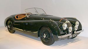 Roadster Jaguar XK120 z 1950.