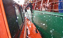 2008 06 20 Pärnu Maritime pilot steps off from board.jpg