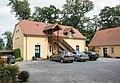 2016 Folwark w Łomnicy, pierwsza stodoła w parku.jpg