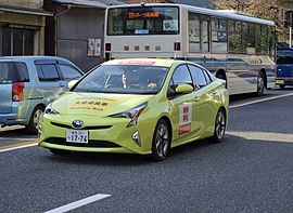 2016 Hakone Ekiden Chairman Car Prius XW50 Thermo-tect Lime Green.jpg