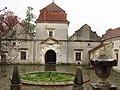 46-233-0009 Внутрішній двір свірзького замку.jpg