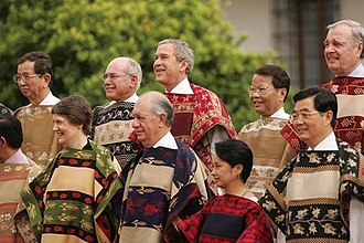 Presidency of Gloria Macapagal Arroyo - President Arroyo, President Bush and other state leaders at the 2004 APEC Trade Summit