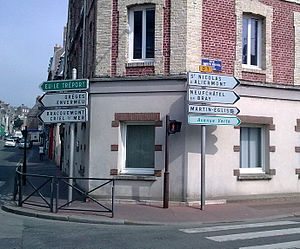 Avenue Verte - Sign in Dieppe town centre marking the D1 and Avenue Verte start