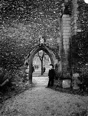 Bury St Edmunds - View of gate, Bury St Edmunds Abbey, c. 1920