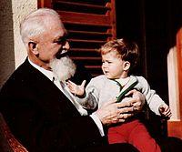 Alois Hundhammer und Enkel.jpg