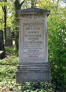 Grab von Alois Senefelder auf dem Alten Südlichen Friedhof in München Standort48.12938888888911.566444444444 (Quelle: Wikimedia)