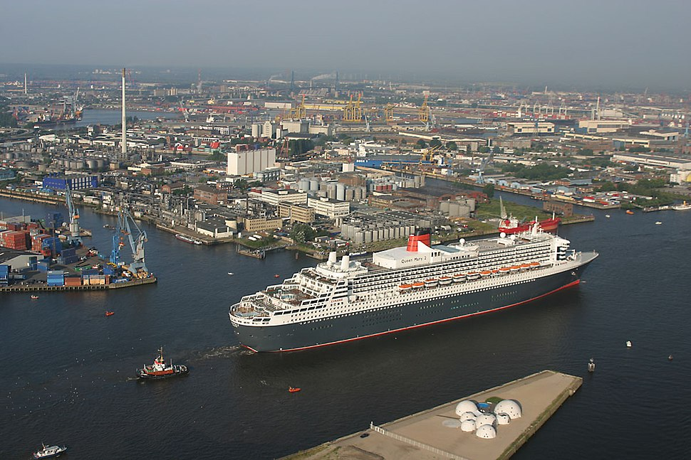 Ankunft der Queen Mary 2 in Hamburg - panoramio - Arnold Schott (3)