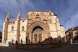 Aranda de Duero, Iglesia de Santa María la Real, fachada principal.jpg