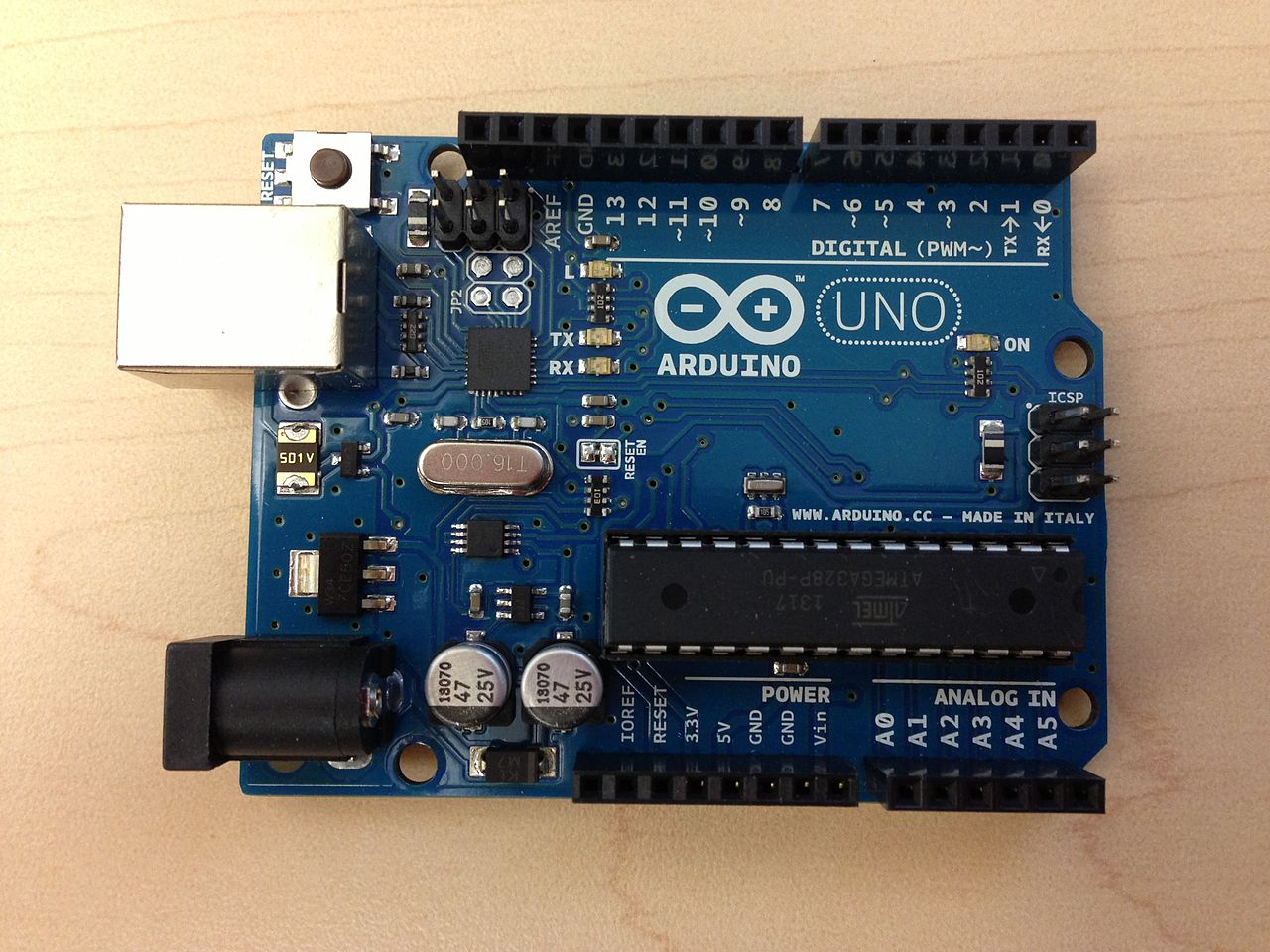 file arduino uno board jpg wikimedia commons. Black Bedroom Furniture Sets. Home Design Ideas