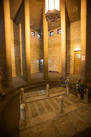 Могила Авиценны изнутри, Хамадан, Иран