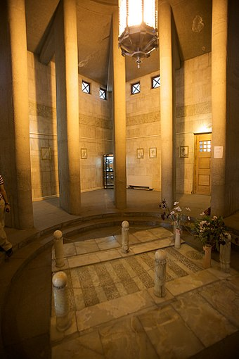 Inside view of the Avicenna Mausoleum, designed by Hooshang Seyhoun in 1945-1950 Avicenna Mausoleum interior.jpg
