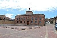 Ayuntamiento y Plaza Mayor de Pollos.jpg