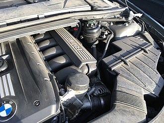 BMW N45 - Image: BMW E90 Engine 1 2017 03 05